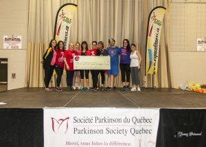 Un comité d'organisateur bien fiers de remettre un chèque bien au-delà de toutes attentes d'une somme de 16 291$ pour soutenir la recherche sur le Parkinson.